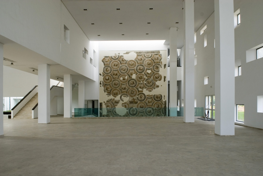 http://nouira-architecture.com/files/gimgs/th-14_INT-HALL-PRINCIPAL-03.jpg
